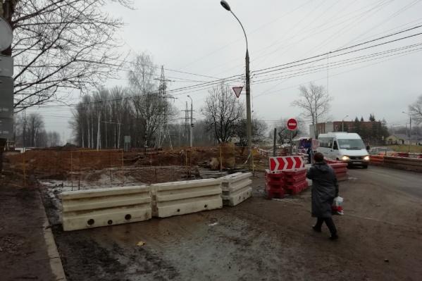 Сначала проезжую часть на Тутаевском шоссе обещали открыть 1 ноября