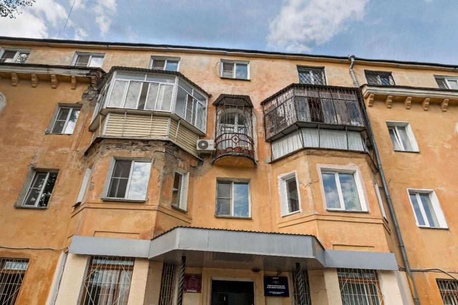 В доме №10 на улице Ульяны Громовой при капремонте крыши нашли нарушения
