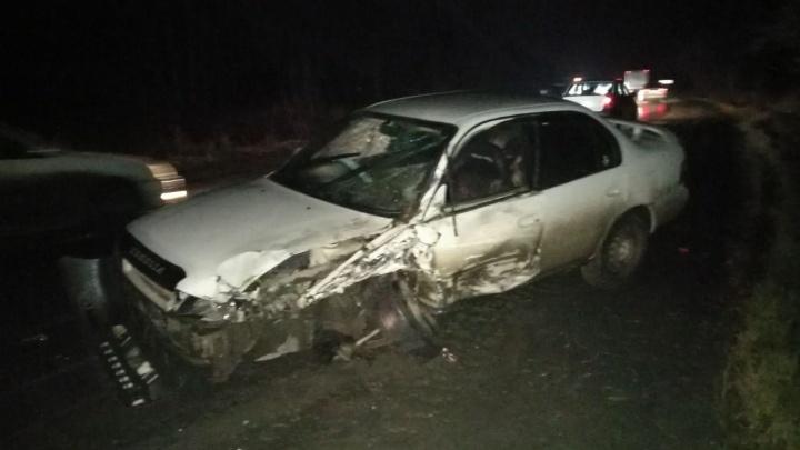 «Тойота» и «Ниссан» потеряли колёса в лобовом столкновении недалеко от Пашино