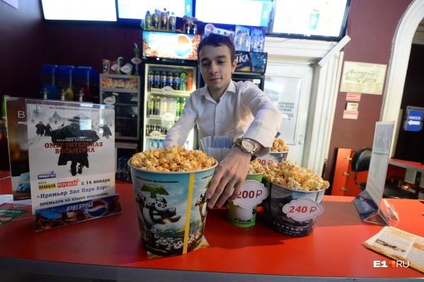 В некоторых кинотеатрах за год съедают тонны попкорна