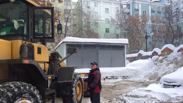 Уберите машины! В Самаре за выходные от снега расчистят 450 дворов