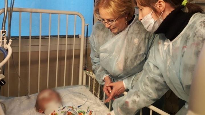 Врачи готовы выписать из больницы малыша, спасённого из-под завалов в Магнитогорске