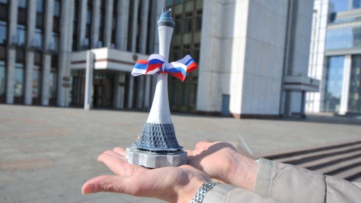 Губернатору Евгению Куйвашеву подарили на день рождения телебашню