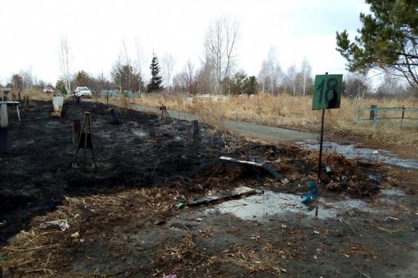 В основном сгорел 18-й квадрат кладбища