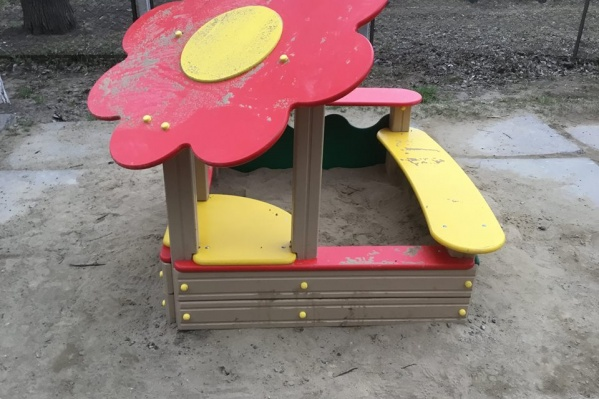 Песочница для всех детей из 5-этажного дома