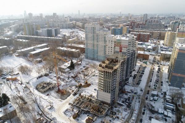 Новый жилой комплекс растет в квартале улиц Блюхера — Раевского — Ирбитской — Данилы Зверева