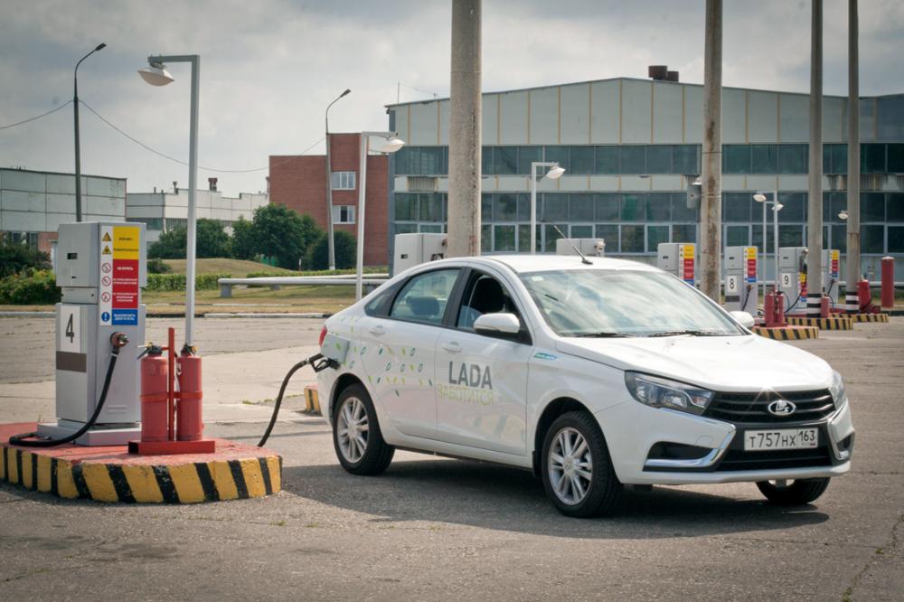 Две трети всех легализуемых переделок связаны с установкой ГБО. Она не требуется, если купить автомобиль с заводским оборудованием, но в России есть только две легковые битопливные модели: Lada Vesta CNG и Lada Largus CNG. Они работают на метане и не пользуются большим спросом из-за редкости АГНКС