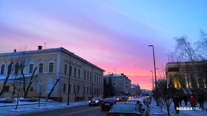 Волшебной красоты закат озарил Красноярск