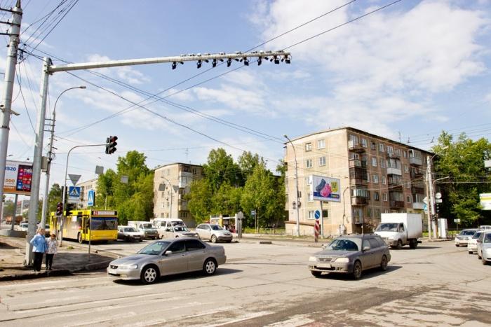 Старый комплекс появился на перекрёстке Немировича-Данченко и Ватутина в 2013 году — его конструкция была громоздкой
