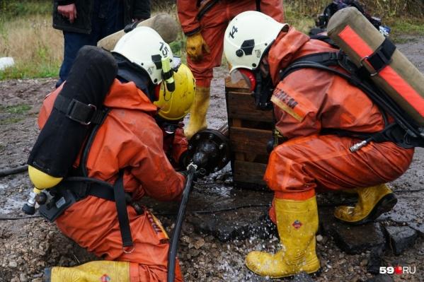Свои навыки спасатели часто отрабатывают на учениях и соревнованиях