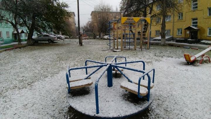 Зима близко: Новосибирск засыпало мокрым снегом