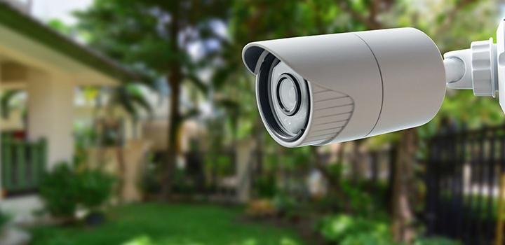 Всевидящее око: во дворах жилых домов начали устанавливать видеонаблюдение за 100 рублей