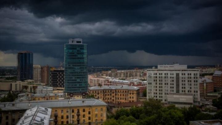 Новосибирцев предупредили о сильном ветре и граде