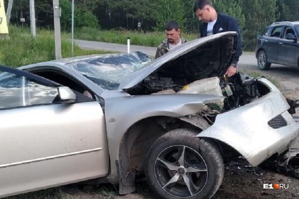 Машину Евгения выбросило с дороги