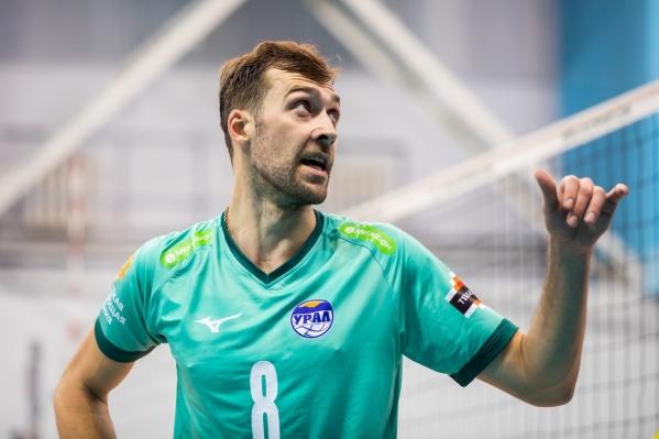 В третьем сете наставник «Урала» Сиденко перевёл Дениса Бирюкова на позицию диагонального