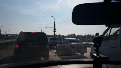 В Заозёрном пробки. На перекрестке проспектов Голикова и Машиностроителей перенастроили светофоры