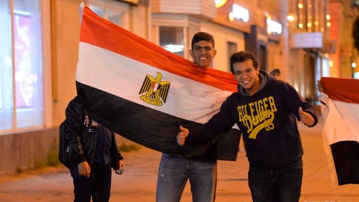 «Мы не думали, что здесь такие добрые люди!»: Екатеринбург на два дня превратился в Хургаду