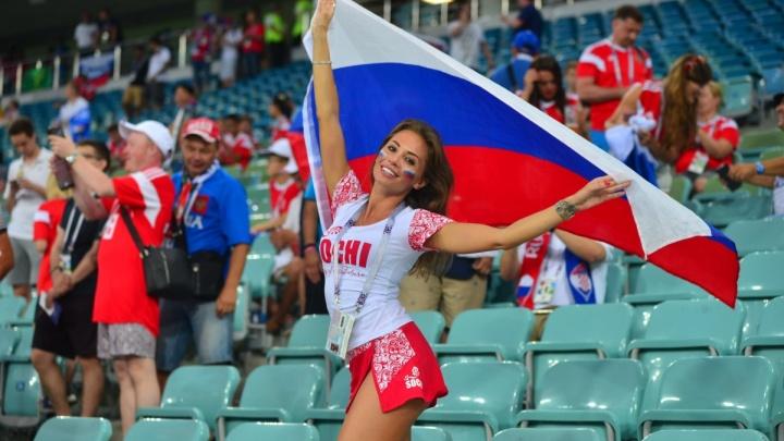 Утешительный фоторепортаж: смотрите на самых красивых болельщиц матча Россия — Хорватия