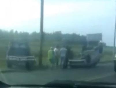 В Волгограде на Второй Продольной перевернулось такси «Яндекс»