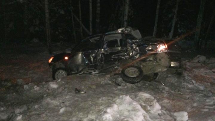 В аварии с грузовиком на тюменской трассе погиб 63-летний водитель легковушки