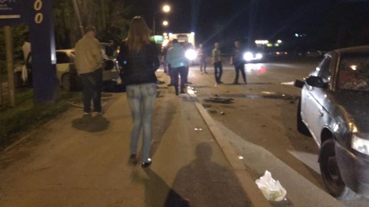 """Пассажира """"десятки"""" выбросило из машины: на Космонавтов иномарка протаранила ВАЗ-2110"""