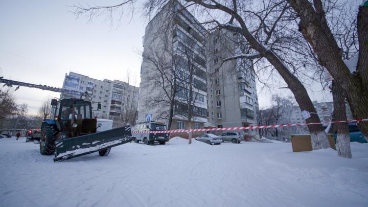 «Вода бежала из люстры»: из-за коммунальной аварии на северо-западе эвакуировали жителей многоэтажки
