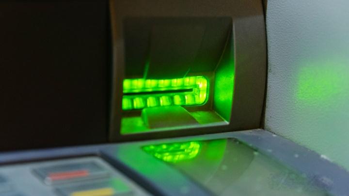 Жительница Кизела по ошибке получила из банкомата четыре миллиона рублей