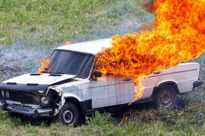 Игра со спичками закончилась пожаром в машине