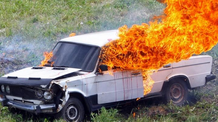 В загоревшейся машине погибли двое маленьких детей