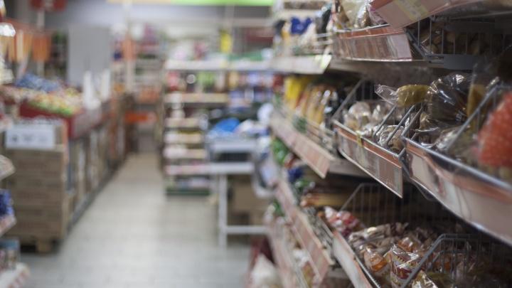Мужчина набросился с ножом на женщину в челябинском супермаркете
