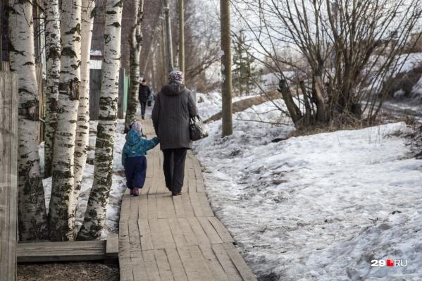 Выплату в 3000 рублей теперь будут выдавать не только трудоспособным родителям детей-инвалидов, но и пенсионерам