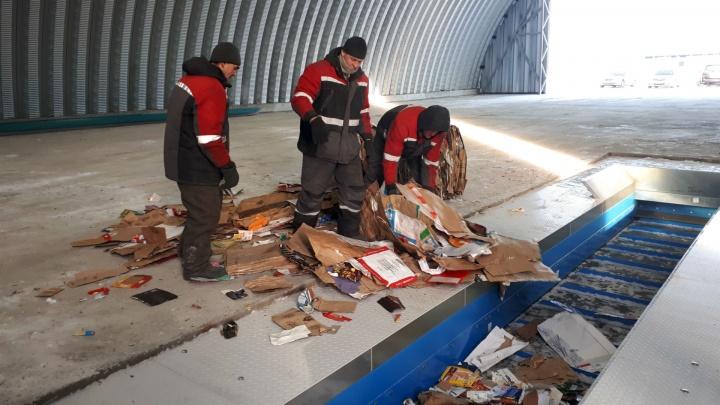 На новый мусорный завод в Омске начали искать рабочих. Им обещают зарплату 35 тысяч рублей