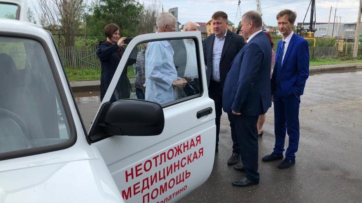 Врачам самарских сел области вручили российские внедорожники