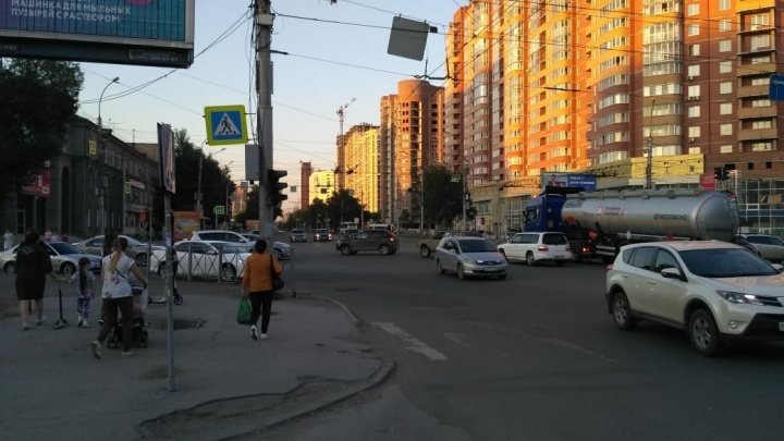 На перекрёстке Плановой и Дуси Ковальчук погасли светофоры