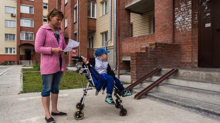«Сделают под ключ»: мэрия потратит 360 тысяч на ремонт ужасной квартиры для мальчика-инвалида
