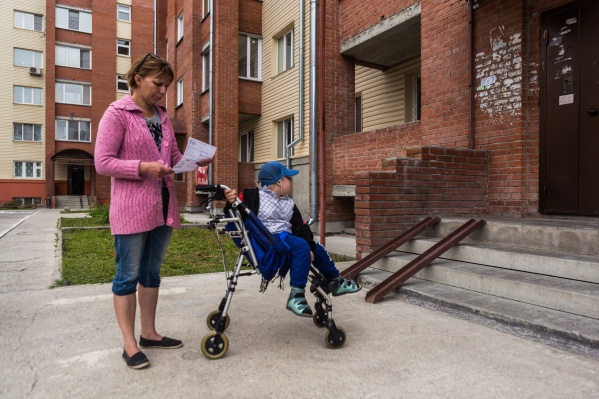 Ирина и Артём Скрипниковы радовались выделенному жилью на улице Оловозаводской, до того как зашли в квартиру. В ней не было даже минимальной отделки и удобств