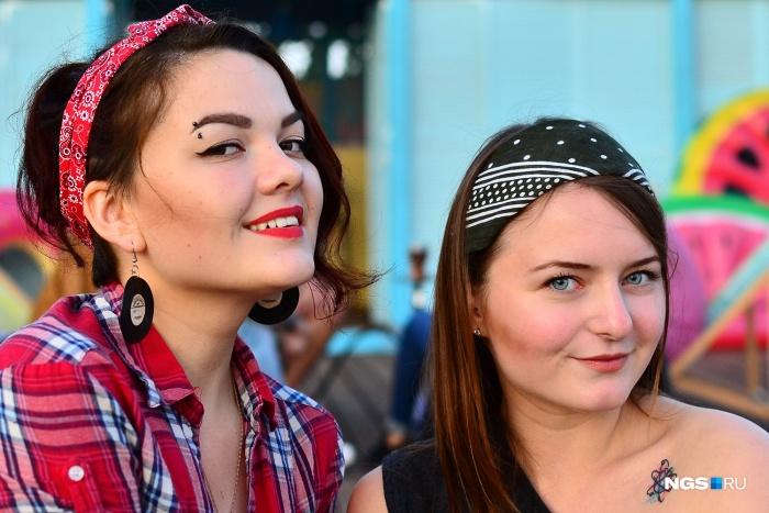 Лето, прощай: репортаж с голливудской вечеринки у огромного бассейна