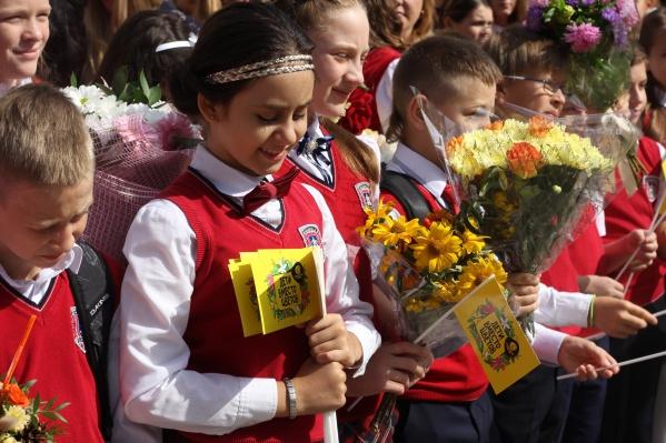 Год назад участники акции«Дети вместо цветов» собрали в Новосибирске более 900 тысяч рублей