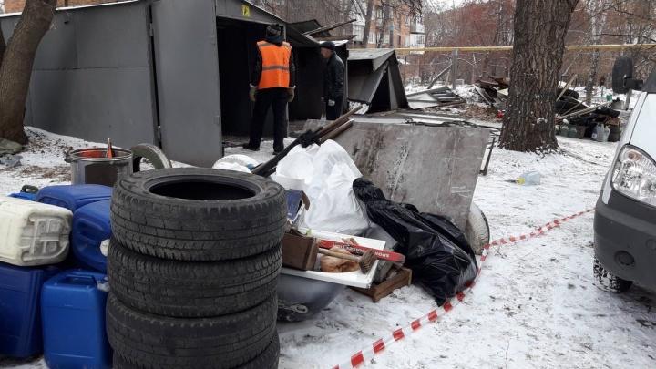 На улице Перекопской в Самаре снесли незаконные гаражи с детской площадки
