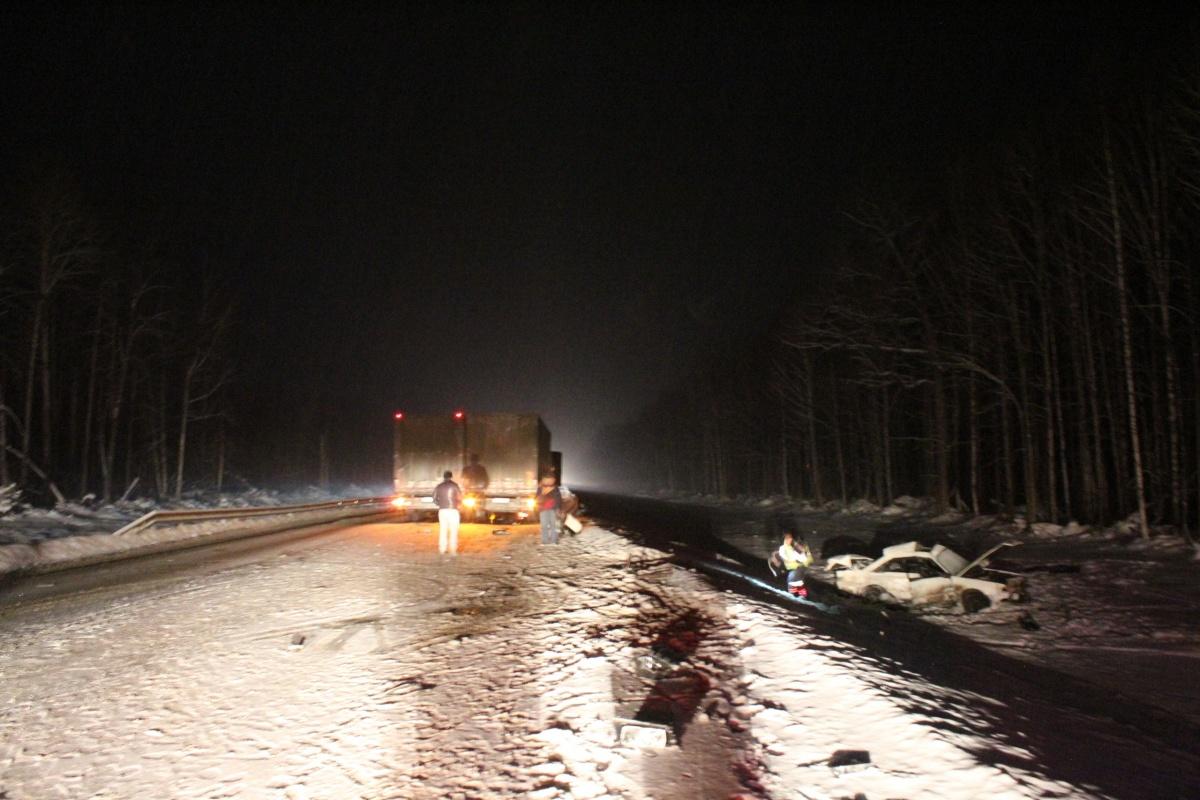 После столкновения с грузовиком Audi улетела в кювет