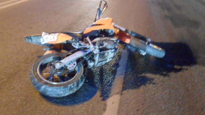 На Восточной водитель Mazda не поделил дорогу с мотоциклистом: байкер в больнице