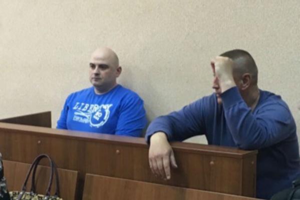 На скамье подсудимых - двое сотрудников СИЗО