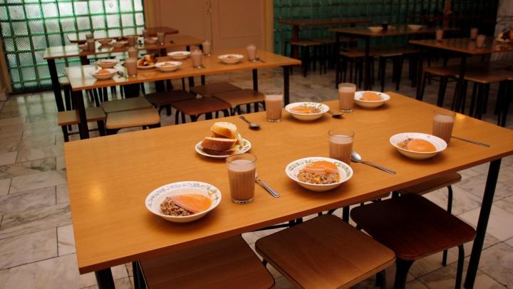 В банке объяснили условия кредита на еду в школьной столовой