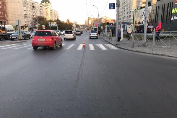 «Тойоты» сбили пешеходов в Калининском и Железнодорожном районах