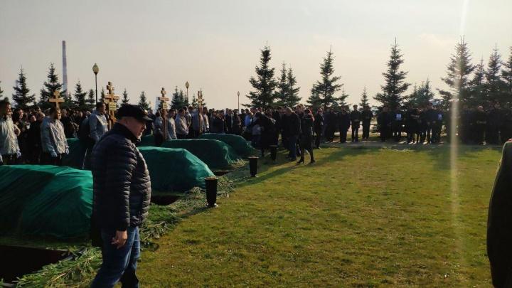 Погибшего у берегов Сирии волгоградского летчика похоронили на военном кладбище в Мытищах