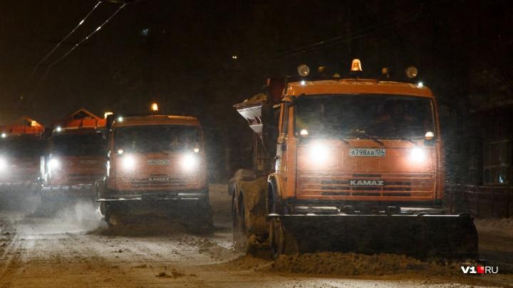«Ее вообще не чистят»: сильный гололед сковал трассу Волгоградской области