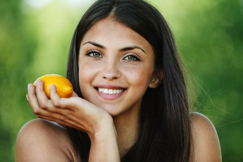 Лимон — зло: 6 ошибок летнего ухода за волосами, которые станут фатальными