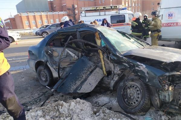 Разбитая Toyota Corolla