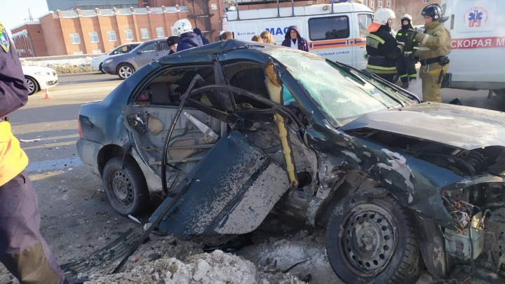 «Она еще живая, у неё пар»: очевидец ДТП на Энергетиков рассказал, как пытался спасти девушку-водителя