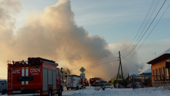 «Девочку вытащили сами, остальных — пожарные»: в ишимской деревне от взрыва газа дотла сгорел дом